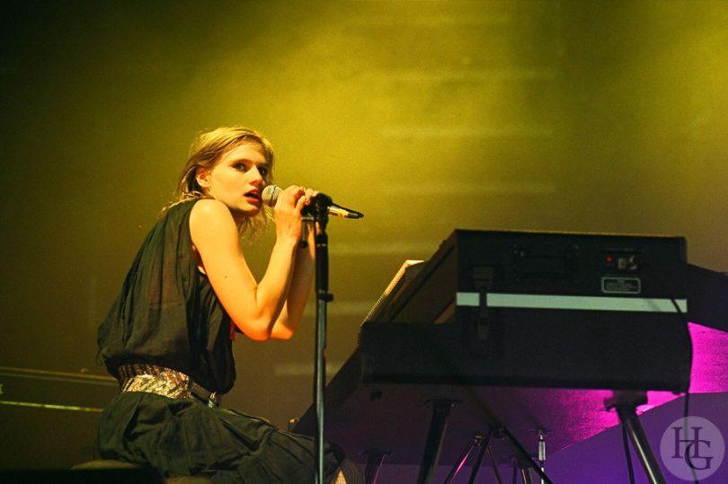 An Pierlé Festival Art Rock Saint Brieuc vendredi 28 mai 2004 par Herve Le Gall.