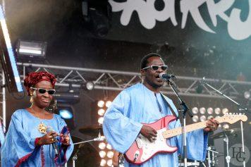 Amadou et Mariam Festival Vieilles Charrues samedi 23 juillet 2005 par herve le gall photographe cinquieme nuit