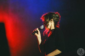 photo de Jane Birkin Festival du Bout du Monde dimanche 9 août 2004 par herve le gall photographe cinquieme nuit