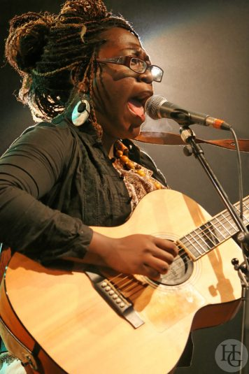 Mélissa Laveaux Festival du Bout du monde vendredi 8 août 2008 par herve le gall photographe cinquieme nuit