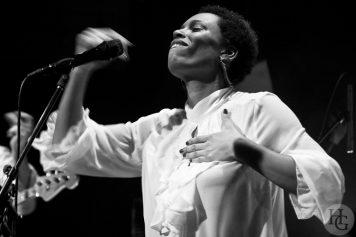 Sandra Nkake au Cabaret Vauban samedi 28 novembre 2009 par herve le gall photographe cinquieme nuit