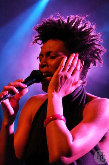Sandra NKake au Run ar Puns vendredi 15 mai 2009 par herve le gall photographe cinquieme nuit