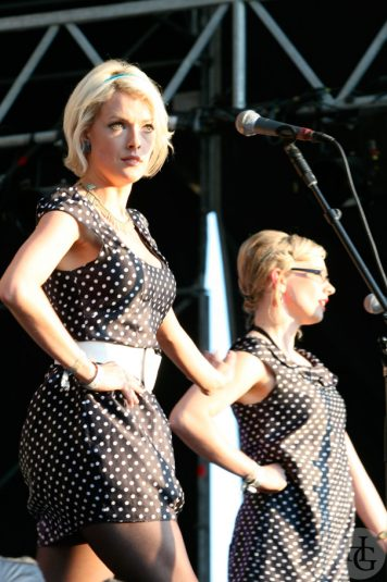 The pipettes festival la route du rock samedi 12 août 2006 par herve le gall photographe cinquieme nuit